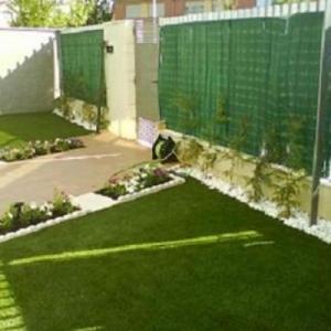 jardineria-y-paisajismo-moises-j_image-leon-cesped-artificial-02